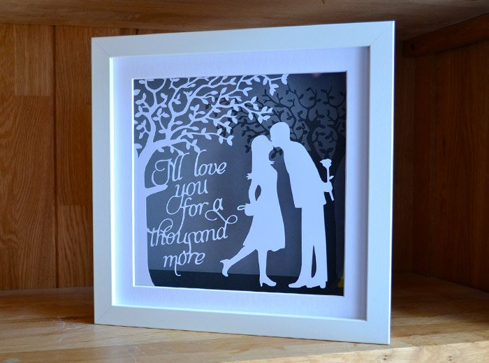 Traditional Wedding Gift Message : The Kiss anniversary papercut - Paper Petal